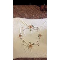 Скатерть старинная с вышивкой по центру вышлю