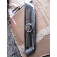 102000 Opel Vectra B решетка радиатора