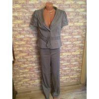 Красивый и стильный костюм Yuvita на 50 размер Очень интересная и современная модель, хорошее качество обмен не интересует.  Посмотреть можно в районе ст. метро Фрунзенская.  Замеры: пиджак - длина 62