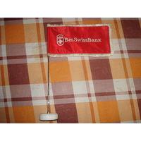 Флажок БелСвисБанка на металлическом флагштоке и подставке из мрамора