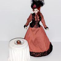 Фарфоровая тарелка Reutter Porzellan Моцарт (кукольный дом в викторианском стиле, Дом мечты ДеАгостини DeAgostini, миниатюра 1:12)