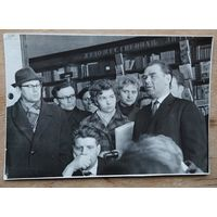 Фото Героя Советского Союза Маресьева А.П. на встрече с читателями.   12х17 см.