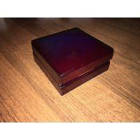 Футляр (коробка) для слитка 50г. Дерево, лак. (9,4х9,5см. 4,6х2.8 см.)