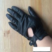 Перчатки из натуральной кожи, тоненькие, качественная кожа. Весенние, очень красиво смотрятся. размер думаю 7 или 8. бу. Покупала дорого.