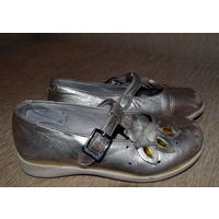Туфли для девочки Primiveggi 30 размера. Куплены в Италии. По стельке 19 см.