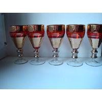 Пять красных винтажных бокала с позолотой,60-70 годы.