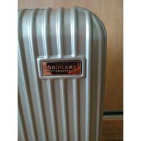 Компактный чемодан для ручной клади