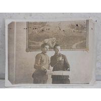 Фотография У картины конец 1920-ых - начало 1930-ых гг.