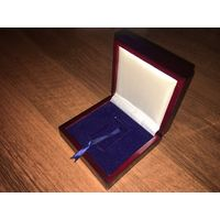 Футляр (коробка) для слитка 100г. Дерево, лак. (9,4х9,5см. 4,8х2.8 см.)