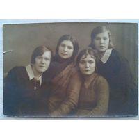Фото группы женщин учениц курсов ЛСПО (Ленинградский Союз Потребительских Обществ) 1932 г. 8.5х12 см.