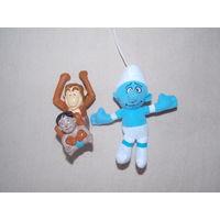 Смурфик и обезьяна - игрушки из МакДональдс