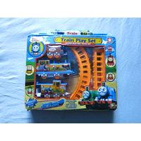 Томас поезд игрушка на батарейке, едет сам по рельсам и везёт вагончики - новый!!!