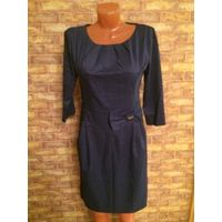 Классическое платье на 46-48 размер темно-синего цвета. Очень здорово смотрится. Аккуратное и стильное. Длина 94 см, ПОталии до 41 см, рукав 7/8 - 44 см. 100% хлопок. Не ношено, не подошло по размеру.