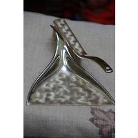 Старенький набор ( совок и щетка с серебрением) для уборки стола  ( Германия )