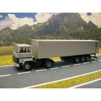 Модель грузового автомобиля Renault MAJOR (контейнеровоз). Масштаб НО-1:87.