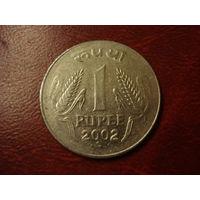 1 рупи 2002 год Индия (точка под датой)