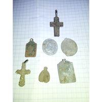 Крестик и медальоны