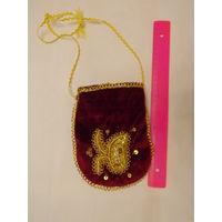 Бархатная сумочка с вышивкой
