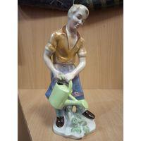 Фарфоровая статуэтка -садовник- германия