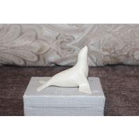 """Пластиковая статуэтка """"Тюлень"""", времён СССР, высота 6,5 см., длина 7,5 см., хорошее состояние."""