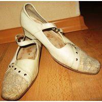 Туфли белые р-р 33-34
