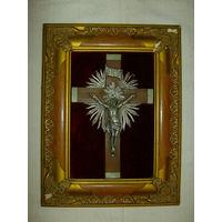 Старенький  Католический  Крест в деревянной раме. 36 х 45 см.