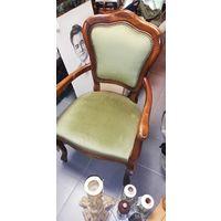 Кресло в старинном стиле
