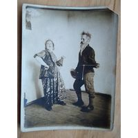 Народный танец. Фото 1930-х. 9х12 см.
