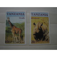 Марки - Танзания фауна жираф и носорог