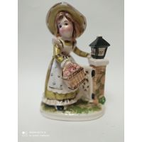 Фарфоровая статуэтка. Девушка с цветами. Германия. Клеймо .