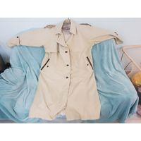 Женское пальто, 52 размер, возможно и более, ростовки нет, мало разбираюсь. В хорошем состоянии, без дырок и потёртостей.