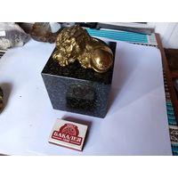 Гранит минерал куб
