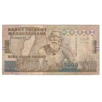 Мадагаскар 5000 ариари 25000 франков образца 1993 года. Тип P74A. Большой номинал! Редкая!