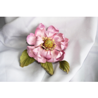 Цветок магнолии из шелка.