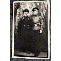 Фото двух подростков в форменной одежде. 1940-50-е. 5.5х8.5 см.