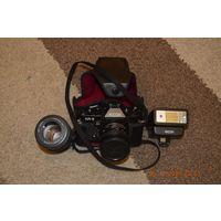 """Фотоаппарат """"RICOH"""" KR-5 c двумя объективами и фотовспышкой."""
