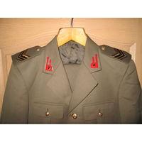 Форма(китель,брюки) Итальянского военнослужащего 1987 год,новая.