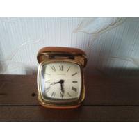 Часы будильник механические дорожные Германия в футляре. Tempora.