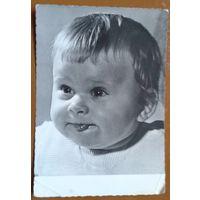 Ребенок. Фотооткрытка.  ГДР. 1963 г