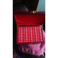 Коробка футляр держатель для 50 монет в капсулах 27 мм.  распродажа