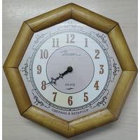 Часы настенные на реставрацию, с 1 руб. Тикают.