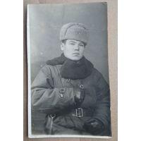 Военный в зимнем обмундировании. 7.5х12 см