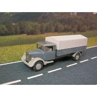 Модель грузового автомобиля Mercedes-Benz L2000. Масштаб НО-1:87.