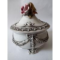 Бонбоньерка шкатулка ваза фарфор Италия Bassino