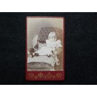 Фото девочки на кресле.Москва.До 1917г.