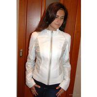 """Из серии """"цветная кожа"""". Белое чудо. Кожаная куртка для модницы. р. С,Мдлина"""