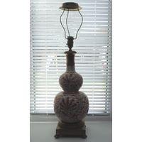 Лампа настольная 20-30-е годы. Бронза, фарфор. Китай. Высота общая 74 см.