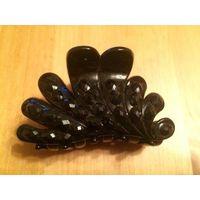 Стильный краб, черный, размер 8 на 5 см, отличное состояние.
