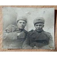 Фото двух военных. 1940-е. 6.5х8 см