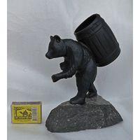 Мишка с бочкой на камне. Литьё. Карандашница. СССР, 1964г.